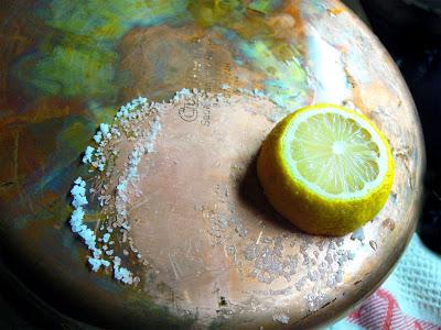 czyszczenie miedzi solą i cytryną
