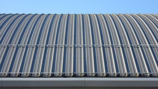 aluminium w przemyśle na dachy
